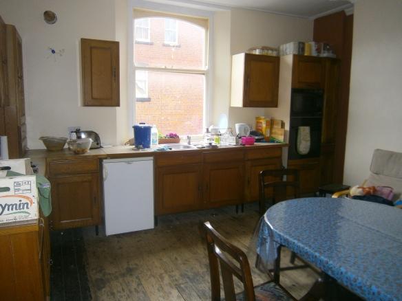 ב': המטבח, כמעט מוכן