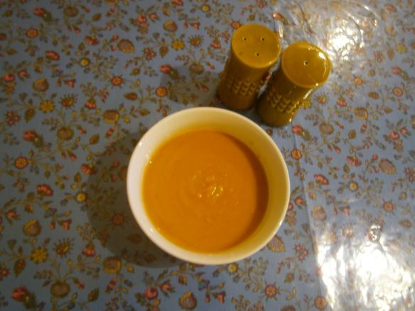 מרק גזר עם חלב קוקוס