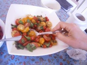 רואים את העגבניות הפיציות? נכון חמודות?